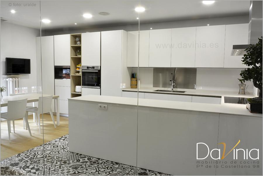 Separadores de ambientes: cómo hacer que salón y cocina estén conectados