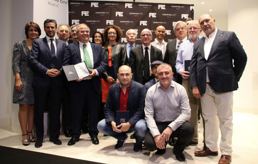 Davinia recibe el I Premio Pedro Expósito de Cosentino