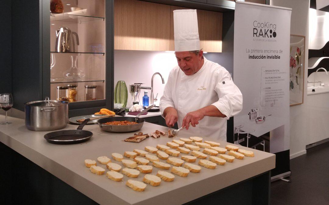 Davinia organiza un show cooking para presentar las cocinas invisibles