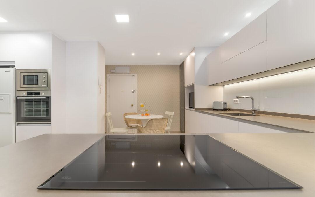 Proyectos Davinia: cocina a medida con diferentes ambientes